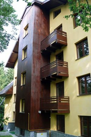 Nátěry fasád a dřevěného obložení